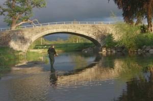 Fishing_the_Afon_Clwyd_near_Llanerch_Park
